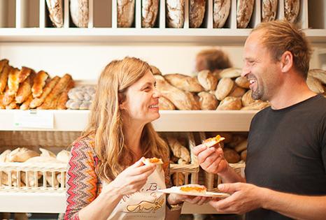 Sarah Wiener und Helmut Gragger in der Bäckerei Wiener Brot